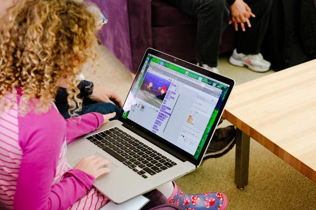 La programación visual con Scratch es una tendencia en todo el mundo